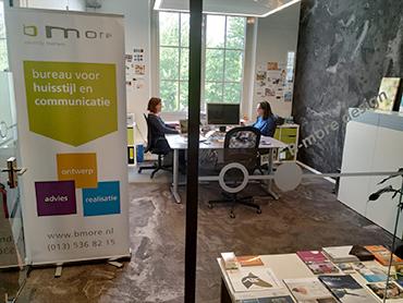 kantoor B-more design met rollup banner